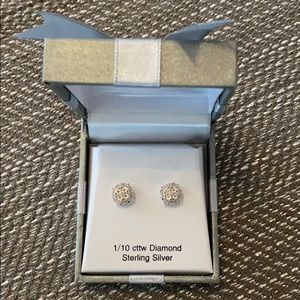 1/10 cttw Diamond sterling silver
